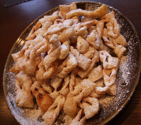 Słowiańskie ciasta obrzędowe – chrusty